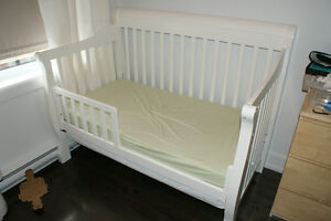 Convertible crib in excellent condition