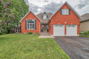 Gorgeous Bungaloft in Sought After Maxwell Village!