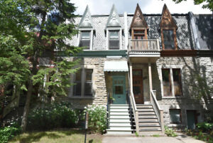 Lovely townhouse in Westmount to rent for the summer