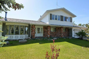 ASPEN VIEW ACREAGE - 10 MIN. TO SHERWOOD PARK