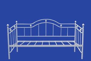 BRAND NEW!! ELEGANCE & CHARMING WHITE METAL DAY BED CLEARANCE
