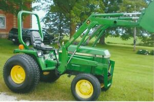 Compact John Deere 955 tractor with loader