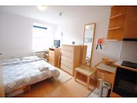 A LARGE AND COZY **DOUBLE ROOM** close to ALDGATE EAST