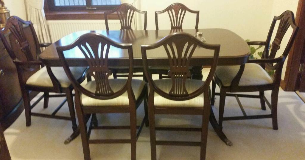 stag mahogany dining room furniture extending table and chairs