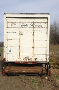 26 feet van body with a hydraulic tail gate Strathcona County Edmonton Area image 5