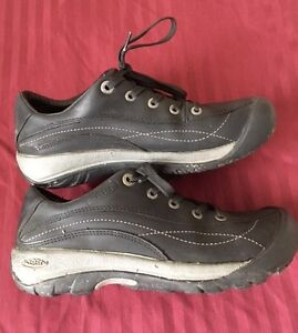 Keens black leather shoes/hikers - size 7- mint condition