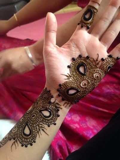 Latest Mehndi Designs By Ash Kumar : Experienced bridal henna mehndhi artist fully certified