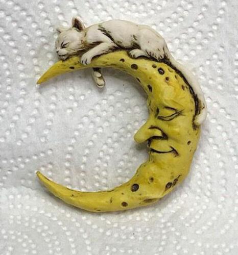 Harmony Kingdom Art Neil Eyre Designs Cat Kitty Kitten Crescent Moon magnet