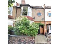 UNIQUE 4bed flat with large private garden. PRICED FOR A QUICK SALE, 125 year lease. No ground rent.