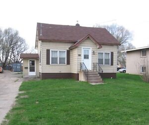 HOUSE FOR RENT 2 BEDROOM