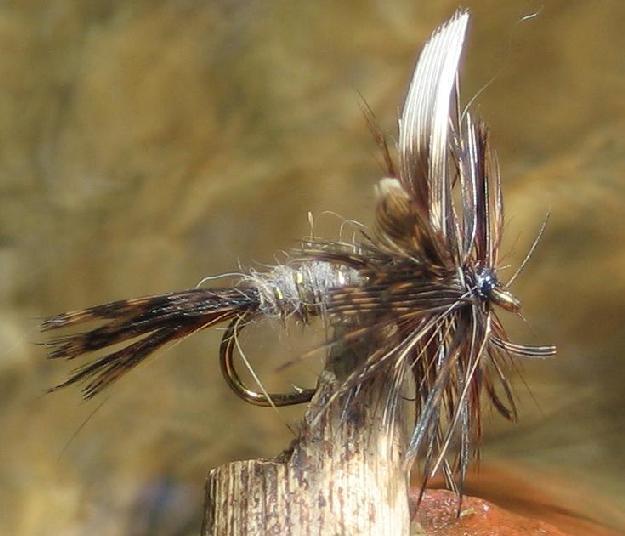 GILCHRIST FLIEGEN 4 Stück Parachute Brown Hakengröße 10