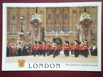 POSTCARD LONDON THE QUEENS GUARDS PARADE