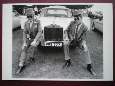 POSTCARD SOCIAL HISTORY 2 GENTLEMEN IN TOP HAT AND TAILS PERCHING ON VINTAGE CAR