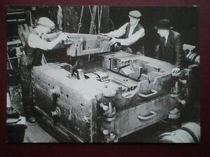 POSTCARD-EASTLEIGH-ASSEMBLING-A-CYLINDER-BLOCK-1947