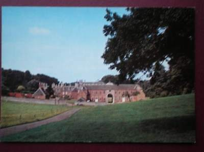 POSTCARD NORTHAMPTONSHIRE KETTERING - BOUGHTON HOUSE - THE STABLES