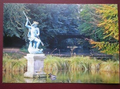 POSTCARD G1-1 DURHAM HARWICK PARK - NICE VIEW OF STATUE AND POND