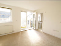 Extremely spacious, sunny 2 bed, 2 bath flat next to the Gannel and Fistral beach