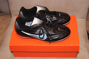 NIKE Youth Soccer Shoes - Size 3 - brand new