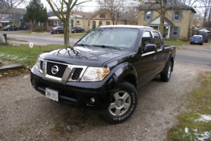 2015 Nissan Frontier sv 4x4 Crew Cab (save on gas)