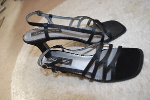 "LADIES BLACK SIZE 8B DRESS 2.5"" HEELS"