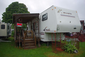 5th Wheel Phoenix Shasta Trailer for Sale