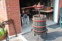 VINTAGE ANTIQUE ITALIAN CAST IRON WINE FRUIT PRESS. WORKS GREAT.