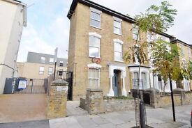 We are happy to offer this amazing three bed apartment situated in , Finsbury Park, N4.