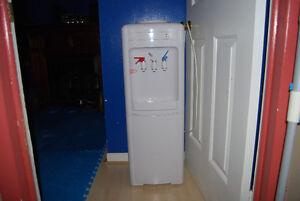 microwave and water dispenser Gatineau Ottawa / Gatineau Area image 3