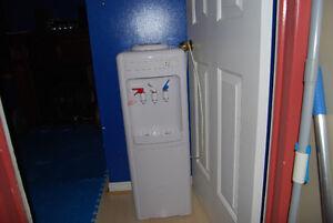 microwave and water dispenser Gatineau Ottawa / Gatineau Area image 2
