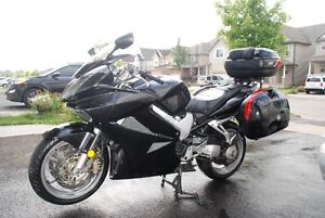 GIVI Saddle bags, Trunk and all mounting hardware for 2006 VFR