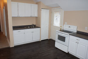 2 Bedroom + Den Apartment on Vansittart Ave. - October 1