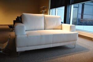 """Divan neuf 62"""" neuf sofa couch blanc white leather new in box"""