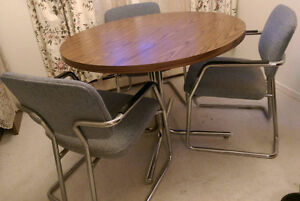 4PCS  A table with 3 chairs