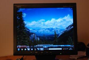 Moniteur ordinateur 15 pouces LCD. NEC.