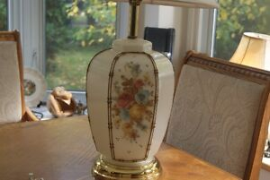 Beautiful vintage lamp with flowers West Island Greater Montréal image 2