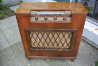 Antique Electrohome Tube Radio In Good Working Condition