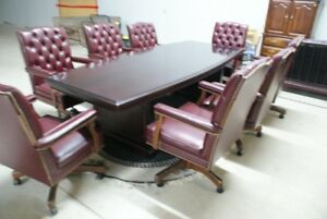 SOLID MAHOGANY BOARD TOOM TABLE WITH 8 LEATHER CHAIRS