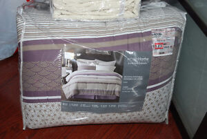 QUEEN DUVET COVER SET AND BEDDING ENSEMBLE