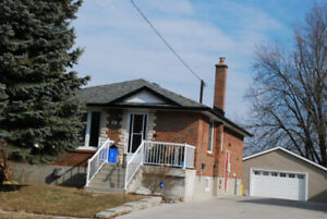 OPEN HOUSE TODAY 1-4PM 3+1 BRICK BUNGALOW-POOL BY LAKEVIEW PARK