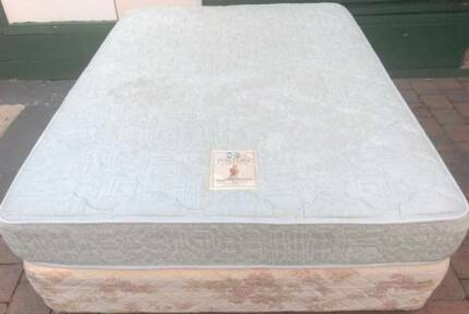 Excellent condition Sealy Brand queen mattress and base. Delivery