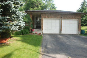 House 5 mins drive to UW , 4beds, 3 full baths