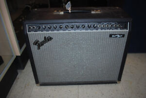 Fender Princeton Chorus PR 82 Guitar Amplifier + Foot Switch