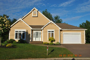 Dieppe-Beautiful Bungalow on Court with private backyard!
