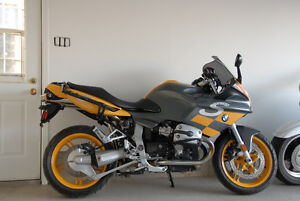 BMW R1100S 2004, seulement 9782 km, $8000. + taxes