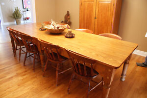 Pine harvest table, refinished top, mid 19th century Cornwall Ontario image 2