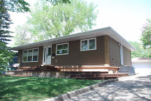 Updated 4 bed, 2 bath Bungalow with Double Garage, Hillsdale