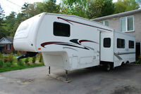 Laredo 5th wheel 29 ft