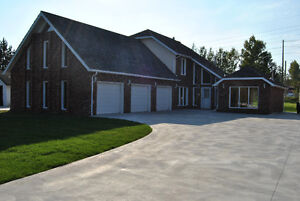 5 CAR GARAGE TOTALLY REFINISHED HOME CLOSE TO HOSPITAL