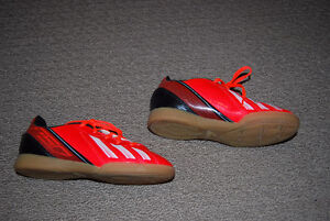 Adidas Soccer Shoes (indoor) - youth size 13.5 Kitchener / Waterloo Kitchener Area image 2