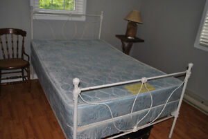 3/4 antique bed with mattress